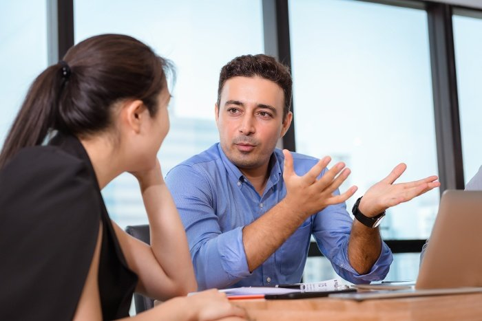 Business-People-having-one-on-one-meeting